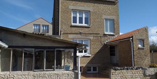 Maison + double garage  + dépendances et jardin