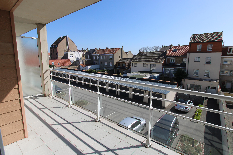 Beau T3 avec balcon dans résidence, proche plage